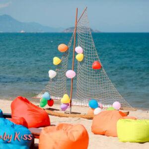 ghế lười hạt xốp bãi biển và resort